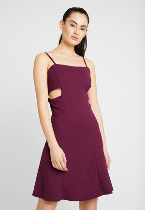 MINI TIE DRESS - Cocktailklänning - plum