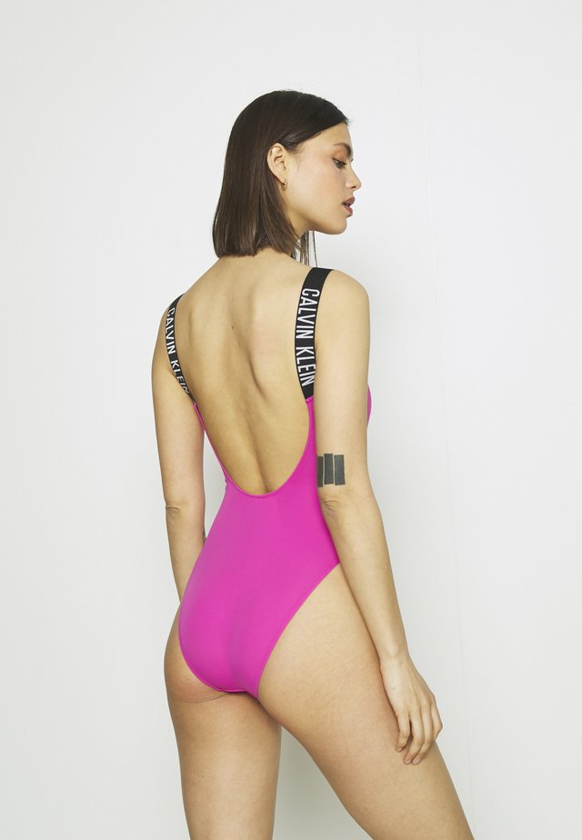 INTENSE POWER SCOOP BACK ONE PIECE - Badpak - stunning orchid