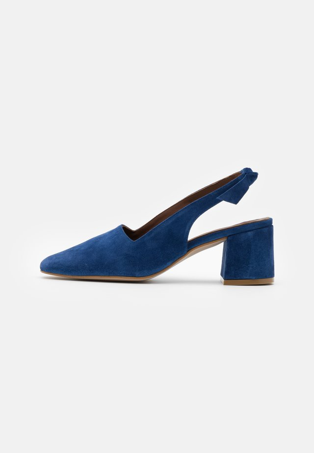 CHARLOTTE - Klassiske pumps - blue