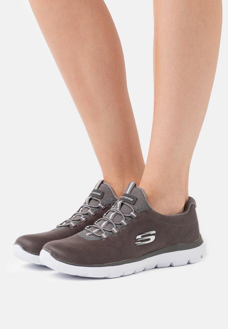 Skechers Sport - SUMMITS - Sneakers laag - char