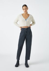 PULL&BEAR - SLOUCHY - Relaxed fit jeans - black - 1