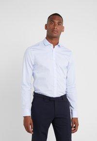 Tiger of Sweden - FILLIAM SLIM FIT - Businesshemd - light blue - 0