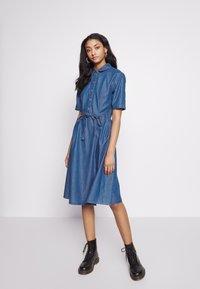 JDY - JDYROGER - Sukienka jeansowa - medium blue denim - 0