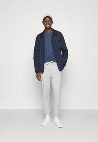 Polo Ralph Lauren - CUSTOM SLIM SOFT COTTON TEE - Basic T-shirt - derby blue heather - 1