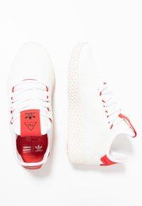 adidas Originals - PW TENNIS HU - Matalavartiset tennarit - footwear white/scarlet/calk white - 1