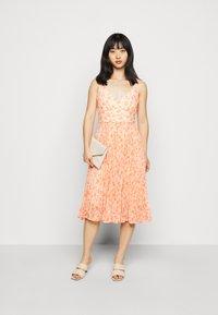 Forever New Petite - PLEATED MAXI DRESS - Sukienka koktajlowa - orange - 1