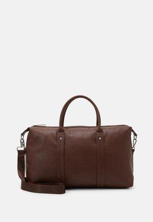 FAUX LEATHER - Weekend bag - ark brown
