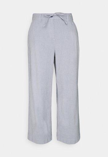 CROPPED PANTS - Trousers - thin stripe pants