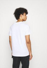 Jack & Jones - JCONEWPHENIX TEE CREW NECK - Print T-shirt - white - 2