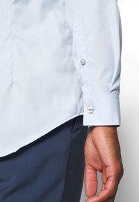 Calvin Klein Tailored - CONTRAST FLOWER PRINT SLIM - Formal shirt - blue - 3