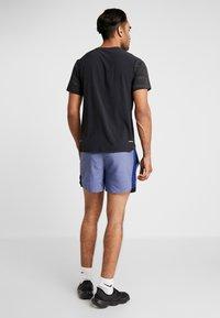 Nike Performance - CHALLENGER SHORT - Pantalón corto de deporte - blue void/heather/silver - 2