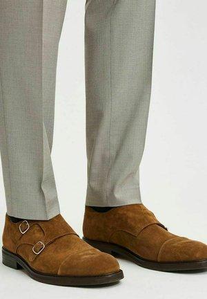 Eleganckie buty - tobacco brown