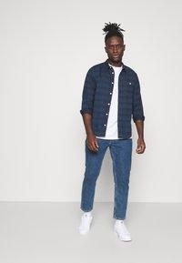 Lee - LEESURE SHIRT - Skjorta - washed blue - 1