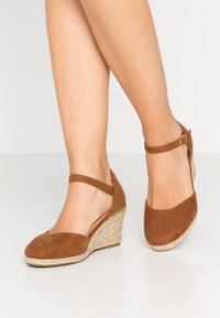 New Look Wide Fit - WIDE FIT SWIGGLE - Wedges - tan - 0