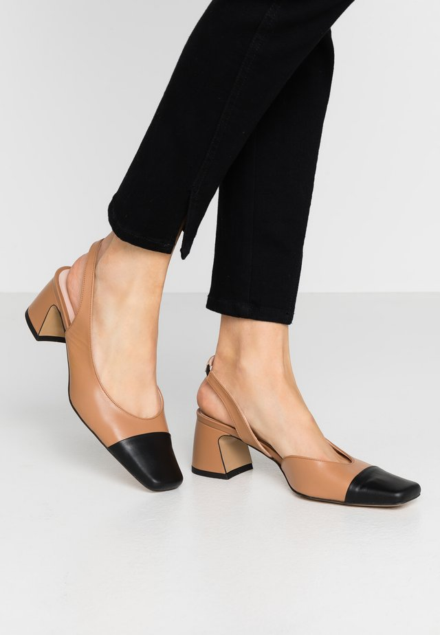 LATE NIGHT FEELINGS - Classic heels - brown