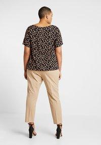 Lauren Ralph Lauren Woman - LYCETTE PANT - Trousers - birch tan - 2