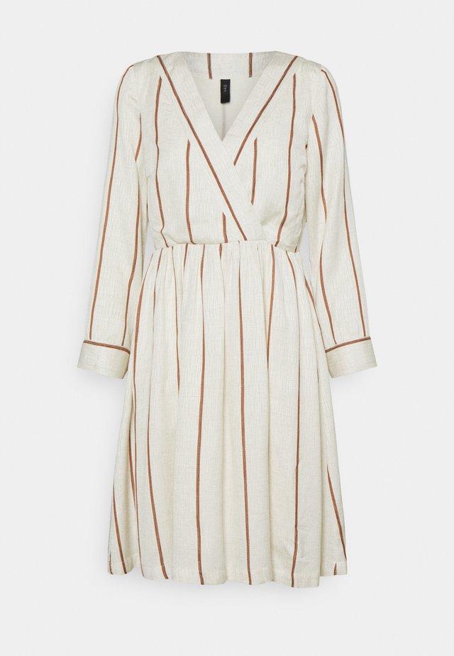 YASTRIMLA DRESS ICON - Denní šaty - tapioca