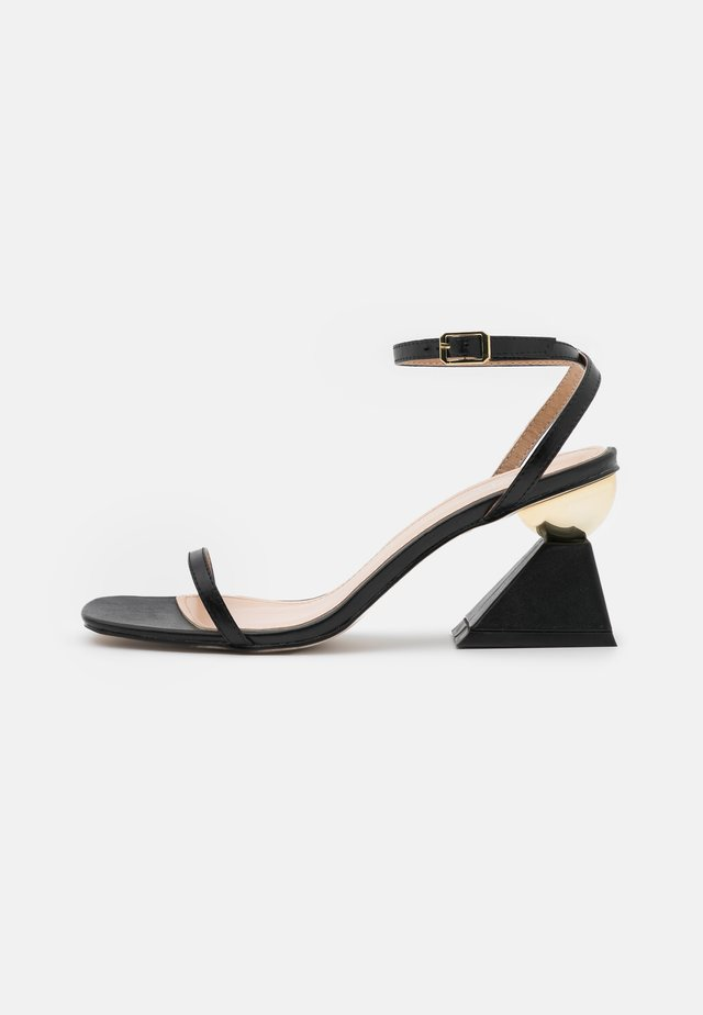 WIDE FIT AVELYN - Sandály - black