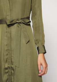 Banana Republic - TRENCH MAXI DRESS - Sukienka koszulowa - jungle olive - 5
