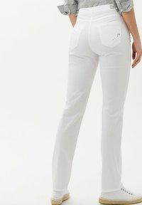 BRAX - STYLE MARY - Pantalon classique - white - 2