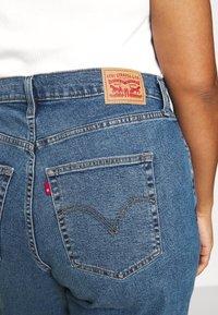 Levi's® Plus - HIGH WAISTED MOM - Jeans baggy - blue denim - 5