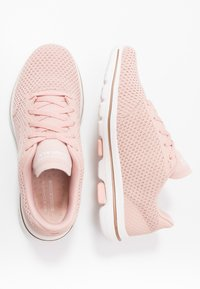 Skechers Performance - GO WALK 5 - Sportieve wandelschoenen - pink/gold - 1