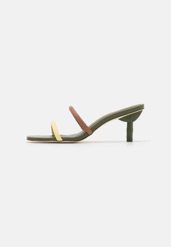 SOL  - Pantofle na podpatku - hazelnut/multicolor