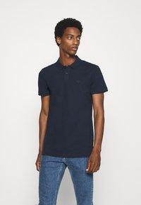 TOM TAILOR DENIM - WITH SMALL EMBROIDERY - Polo shirt - sky captain blue - 0