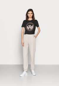 ONLY Tall - ONLNELLA PANTS - Tracksuit bottoms - pumice stone melange - 1