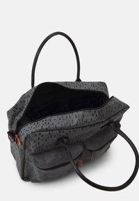 Kidzroom - DIAPER BAG WINNIE THE POOH BETTER CARE SET - Luiertas - grey - 3