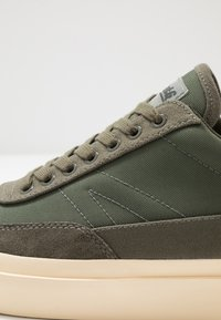 Goliath - NUMBER THREE - Trainers - olive - 5