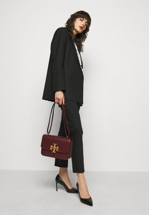 ELEANOR CONVERTIBLE SHOULDER BAG - Torba na ramię - claret