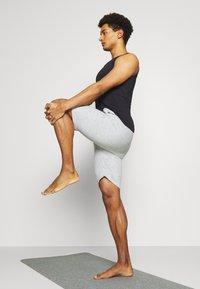 Curare Yogawear - SHORTS - Sports shorts - lightgrey melange - 3