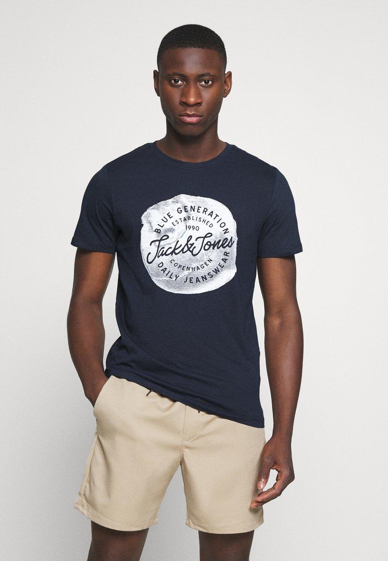 Jack & Jones - JORTANNER TEE CREW NECK - T-shirt print - navy blazer