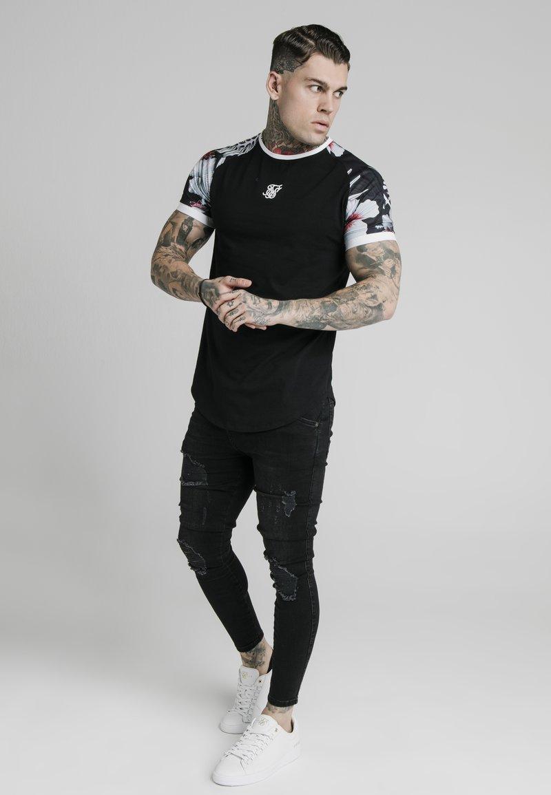 SIKSILK - T-shirt print - black