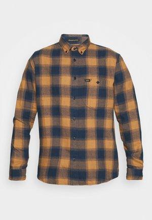RIVETED SHIRT - Skjorta - tobacco brown
