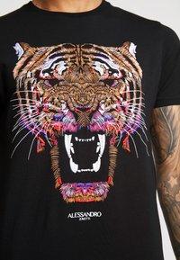 Alessandro Zavetti - GROWLER  - T-shirt con stampa - black - 5