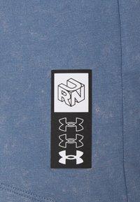 Under Armour - RUN ANYWHERE SHORT SLEEVE - Print T-shirt - mineral blue - 5