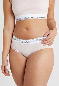 Calvin Klein Underwear - MODERN PLUS BOYSHORT - Briefs - nymphs thigh - 0