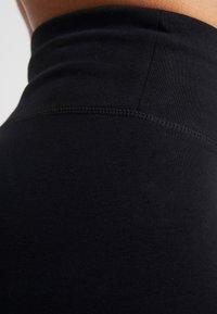 DKNY - HIGH WAIST FULL LENGTH STRIPED LOGO LEGGING - Trikoot - black/white - 5