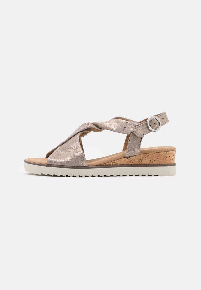 Sandales compensées - muschel/creme