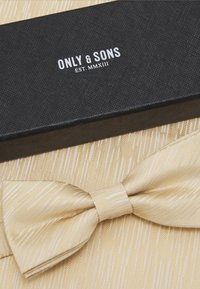 Only & Sons - ONSTANNER BOW TIE BOX SET - Kapesník do obleku - blazing yellow - 7