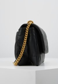 DKNY - VIVIAN DOUBLE SHOULDER FLAP  - Håndveske - black/gold