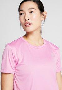 Nike Performance - MILER  - Print T-shirt - magic flamingo/silver - 3