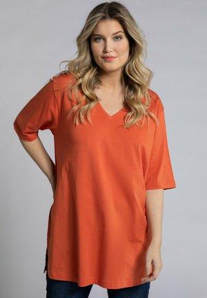 RELAXED FIT - Basic T-shirt - mattes kupferorange
