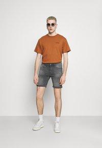 Blend - SCRATCHES - Denim shorts - denim grey - 1