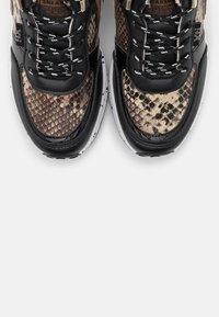 XTI - Zapatillas - black - 5