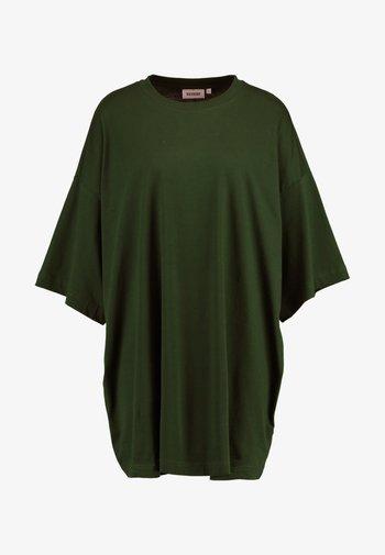 HUGE - Basic T-shirt - green dark