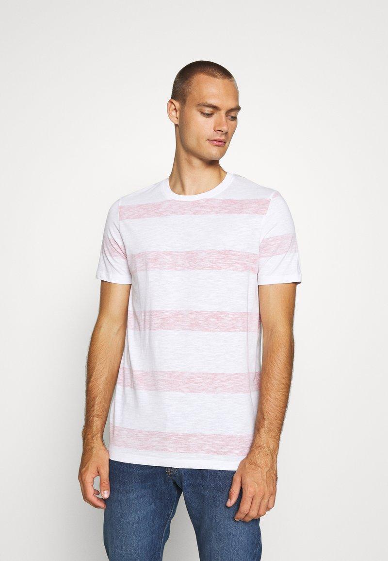 Jack & Jones - JCOPANTHER TEE CREW NECK - Print T-shirt - rio red