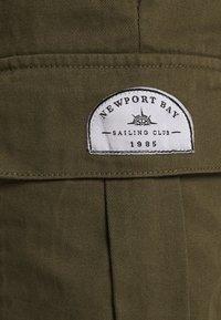Newport Bay Sailing Club - Shorts - khaki - 4